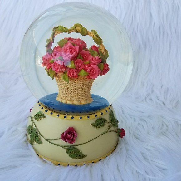 Other - Final Sale Cute Music Box Co Basket off Flowers